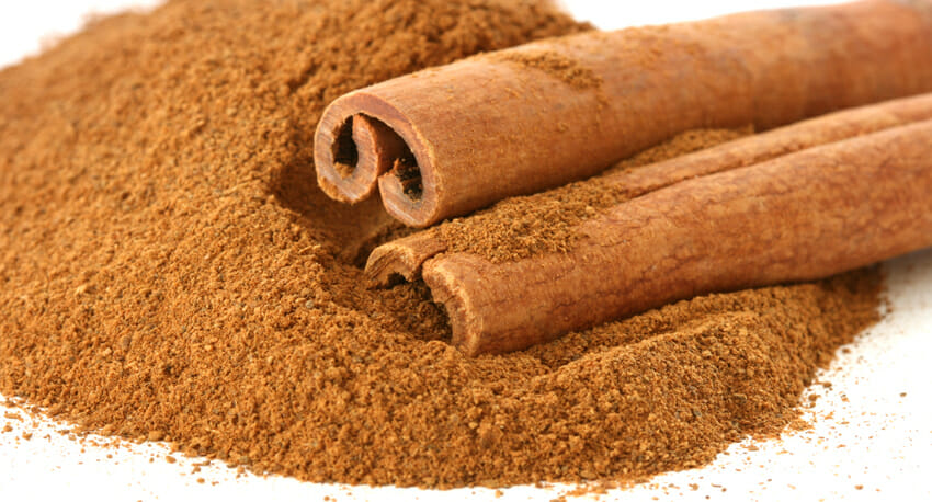 cinnamon sticks and ground cinnamon against cold