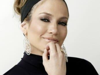 Jennifer Lopez: Sunscreen and Regular Hydration