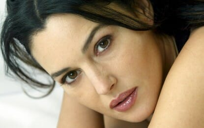 Monica Belucci: Natural Skin Moisturizing combined with Swimming and Yoga